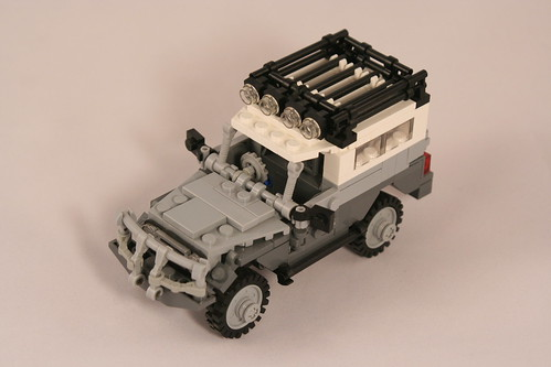 Toyota Land Cruiser BJ-73: Front Angle