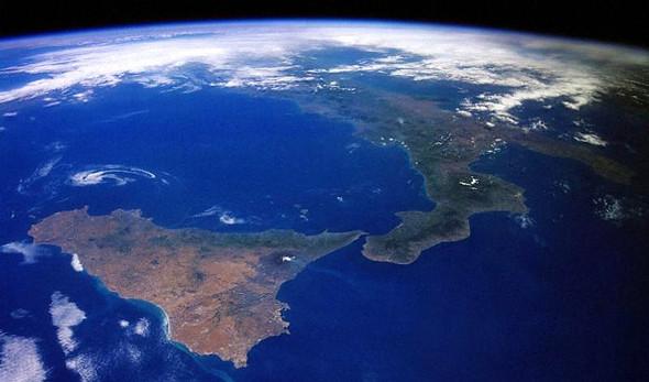 estrecho de Messina: Vista desde el espacio del Estrecho de Messina que separa Italia de Sicilia cruzar de italia a sicilia - 12087141745 01a03c782c z - Cruzar de Italia a Sicilia por el estrecho de Messina