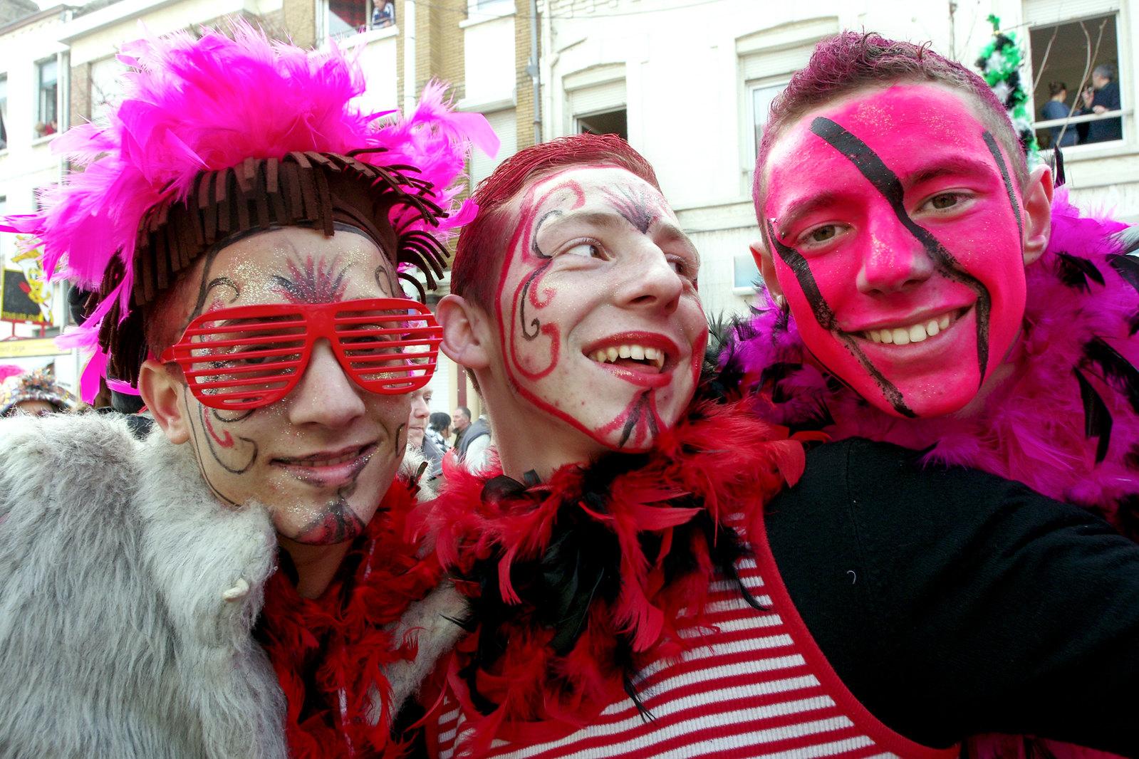 Carnaval de Dunkerque - Force rose et maquillage à rayure