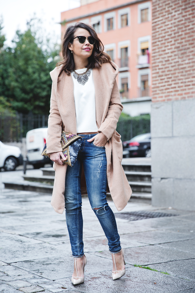 Nude_Coat-Ripped_Jeans-White-Street_Style-Outfit-Collage_Vintage-22