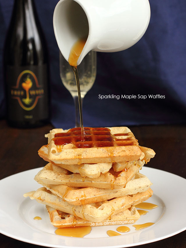 TreeWell Sparkling Maple Sap Waffles - The best way to get light, crispy waffles with a hint of maple | Je suis alimentageuse | #TreeWell #maple #waffles #breakfast