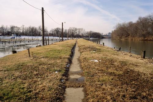 river ohioriver louisville kentucky sidewalk louisvillemunicipalboatharbor louisvilleboatharbor island
