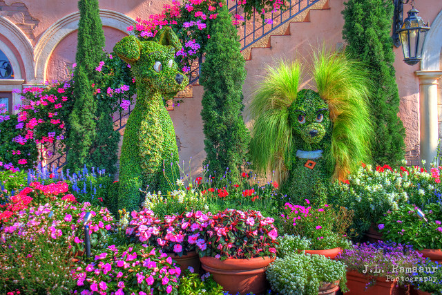 Floral Lady & the Tramp - Disney's Epcot