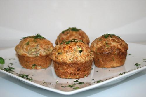 47 - Lachs-Zucchini-Muffins - Seitenansicht / Salmon zucchini muffins - side view
