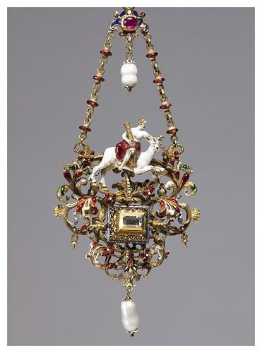 013- Colgante con una personificacion de la fortaleza-The Walters Art Museum