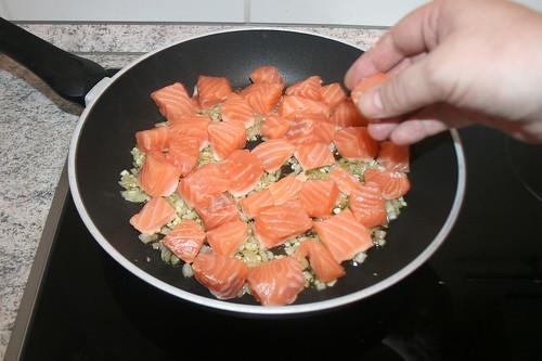 22 - Lachswürfel hinzugeben / Add salmon dices