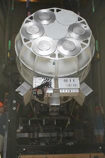 Midair cryostat