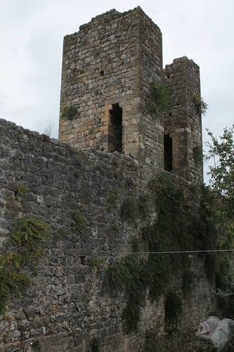 Monteriggioni: torrione lungo le mura difensive