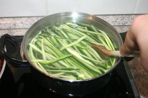 29 - Zucchini kochen / Cook zucchini