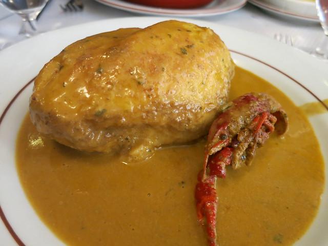 Quenelle with crayfish sauce - Au Petit Bouchon Chez Georges