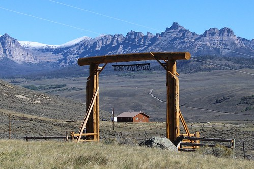 IMG_1876_Ranch_Gate_Between_Dubois_and_Tetons