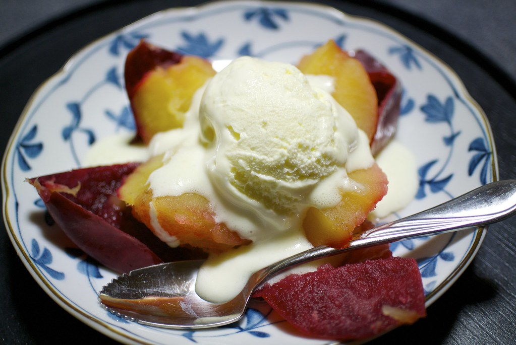 Baked apple with ice cream / 紅玉の焼きリンゴ / 乗瀬高原荘 (長野県小諸市)