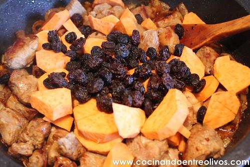 Cordero con boniatos y pasas www.cocinandoentreolivos (12)