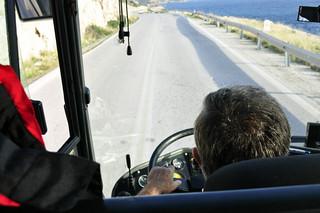 El conductor del autobús, que no paró de fumar ni un sólo instante durante el viaje Cabo Sounion - 12173599095 3c3b063074 n - Cabo Sounion y el Templo de Poseidón