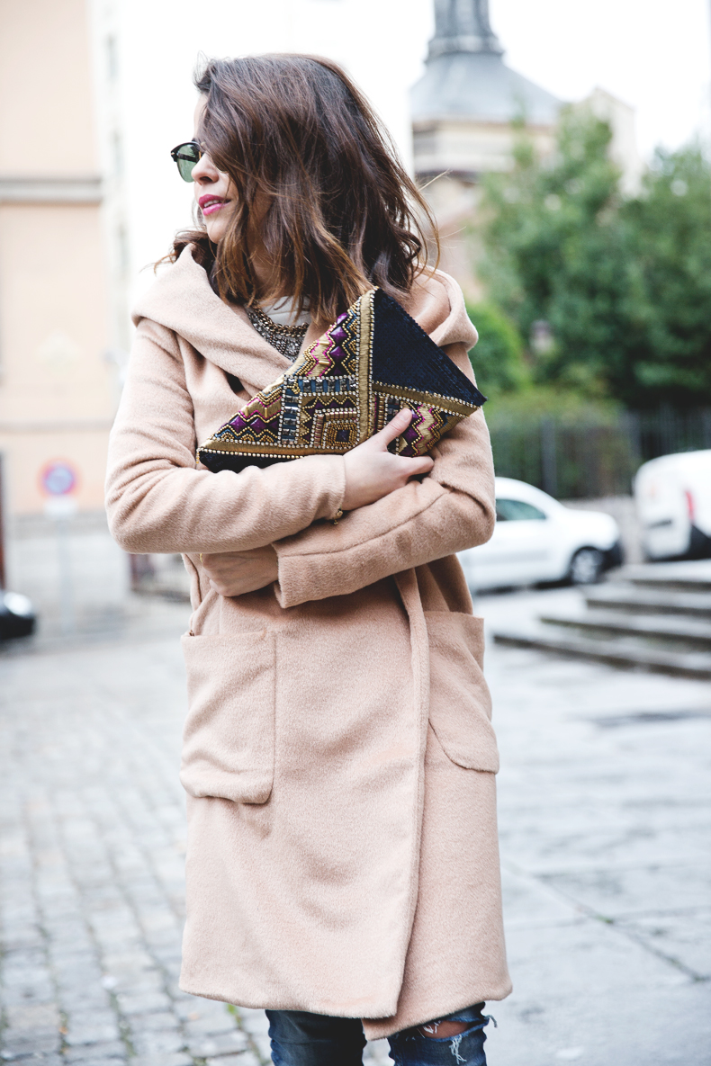 Nude_Coat-Ripped_Jeans-White-Street_Style-Outfit-Collage_Vintage-31