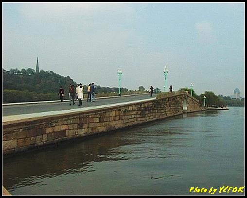 杭州 西湖 (其他景點) - 151 (白堤上的錦帶橋及杭州地標 保淑塔)