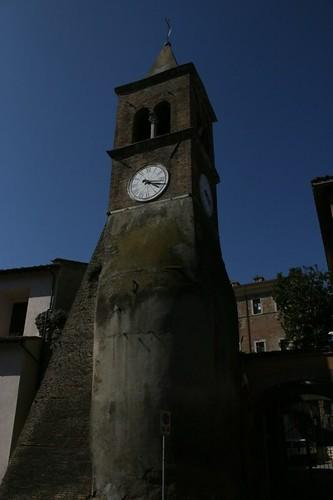 Centro di Mentana: torre dell'orologio