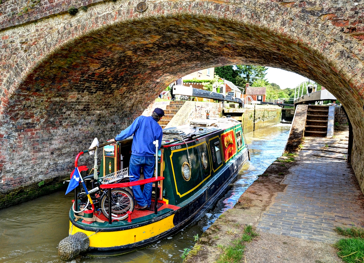 Entering the lock at Braunston, Northamptonshire. Credit Baz Richardson, flickr