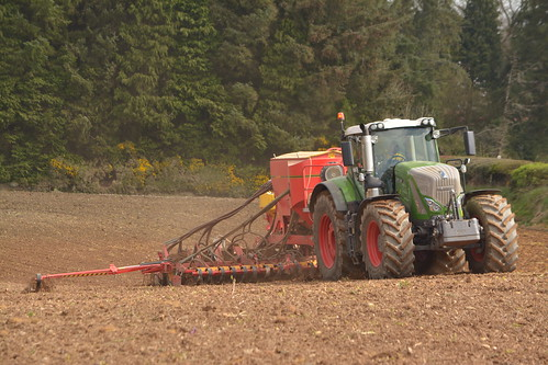 Fendt 936 Vario Tractor with a Vaderstad Spirit 600 C Seed Drill