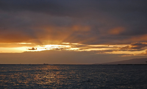 ocean sunset sky night clouds hawaii nikon cloudy waikiki oahu horizon pacificocean waikikibeach yabbadabbadoo d40 nikond40 ftderussybeach