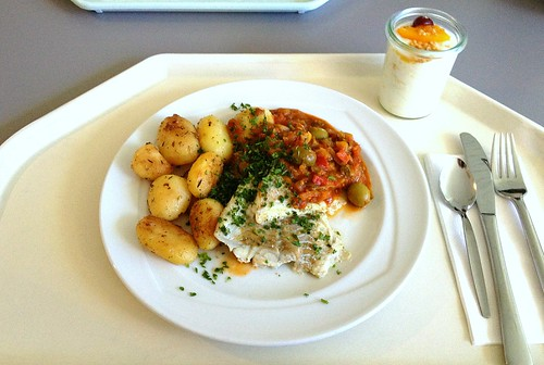 "Seelachs ""Espanol"" mit Kräuter-Knoblauchkartoffeln / Coalfish ""Espanol"" with herb garlic potatoes"