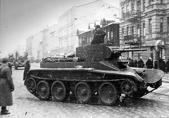 The tank BT-7 in Leningrad, 1941