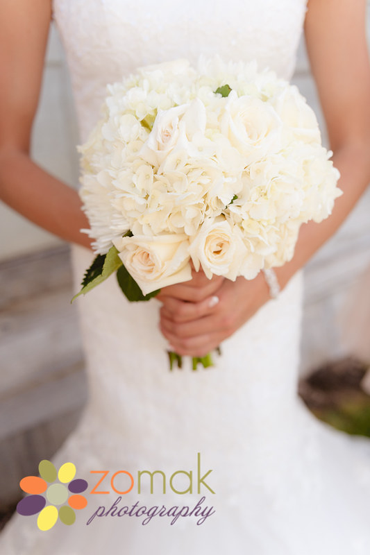 Beautiful creamy flowers for the bride