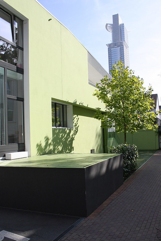 Green Oasis - House in Frankfurt by Meixner Schlüter Wendt architects