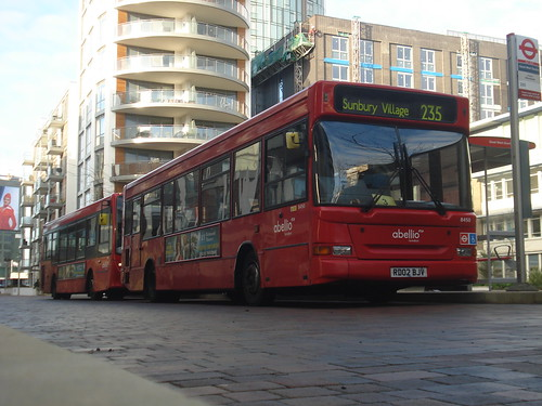Abellio 8450 on Route 235, Brentford Great West Quarter