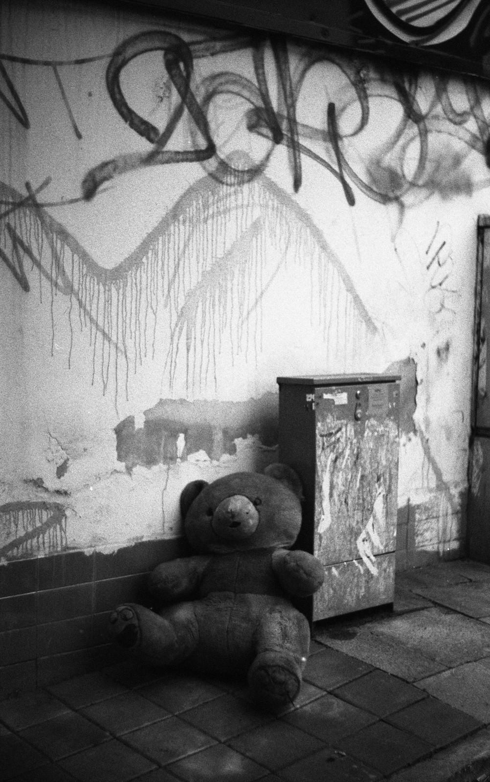 Praktica BC1 - Abandoned Bear