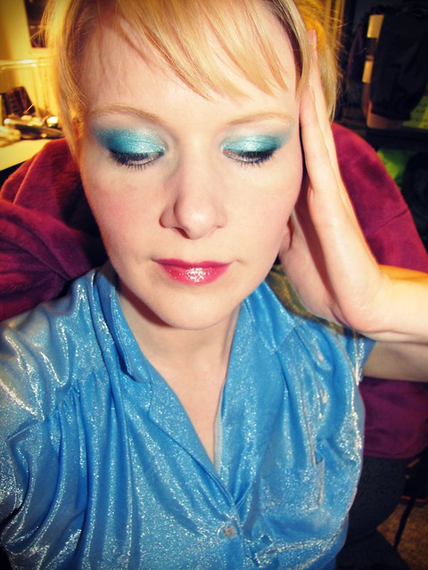 teal eyeshadow