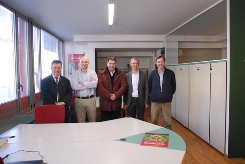 Esquerra a dreta: Mique Allué (Gerall Consulting), Eudald Aymerich (Monmar Comunicació), l'alcalde de Tona, Josep Salom, i Santi i Antoni Casas, promotors de Coworking Tona.