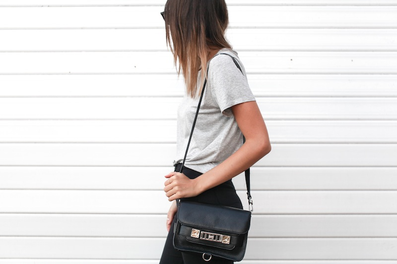 modern legacy fashion blog australia street style grey boyfriend tee t shirt high waisted jeans Proenza Schouler PS11 mini classic bag slide sandals Ray Ban Oversized Wayfarers (9 of 12)