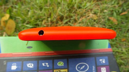 Nokia Lumia 625 ด้านบน
