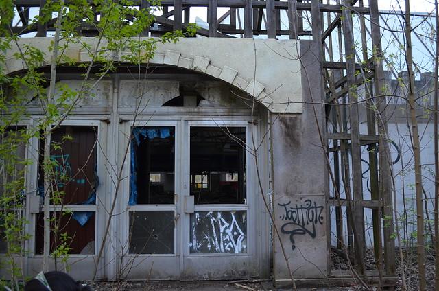 Spreepark Berlin Kulturpark Plaenterwald_abandoned amusement park_arcade entrance