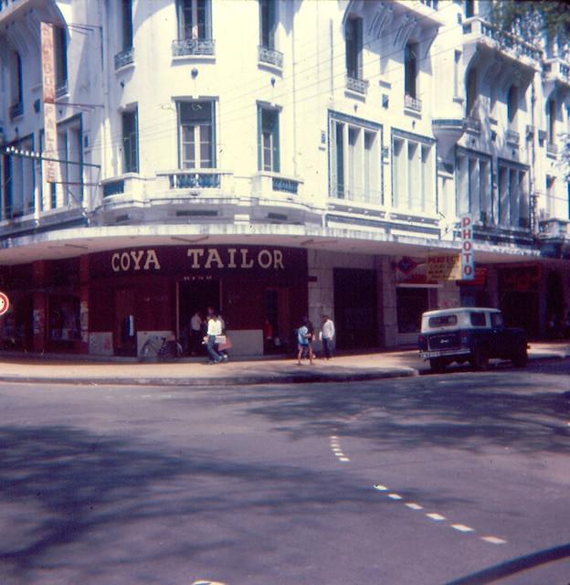 SAIGON 1966 by Jon W. Madzelan - Khách sạn Saigon Palace góc Tự Do-Ngô  Đức Kế