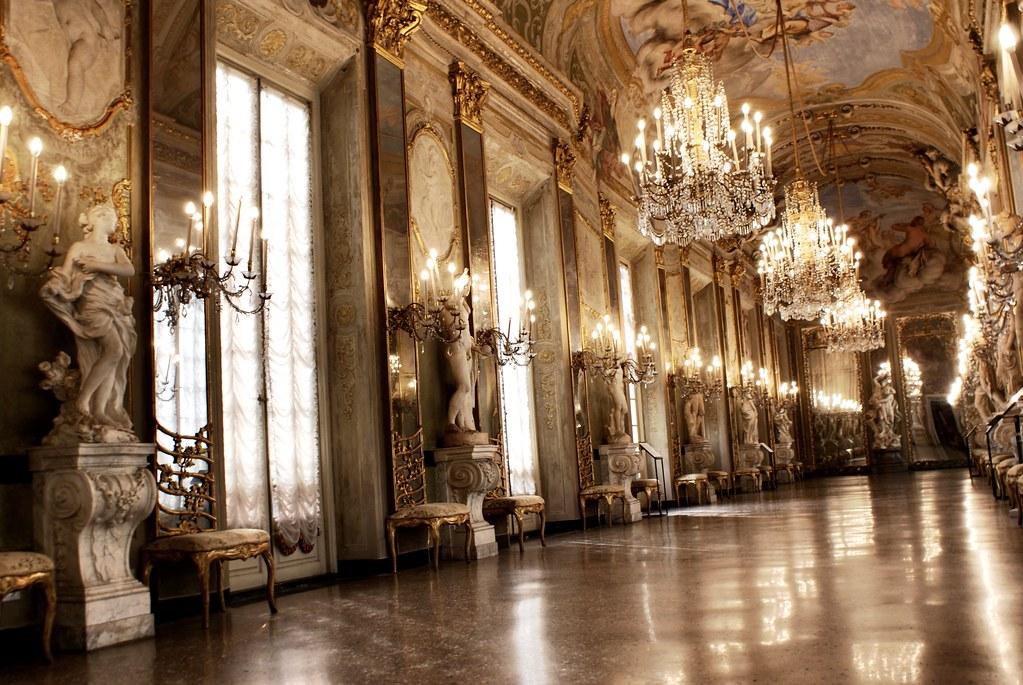 Galerie des glaces (?) au Palazzo Reale de Gênes.