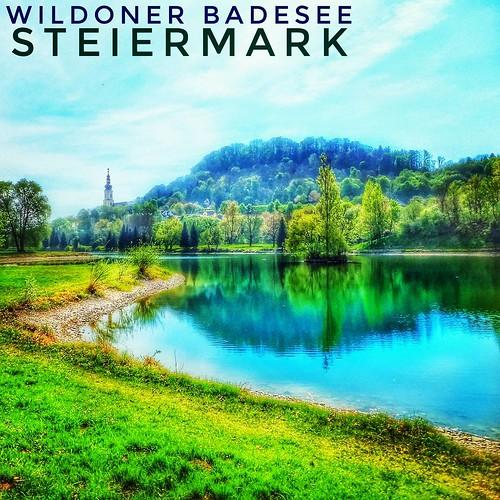 Der Wildoner See - Erfrischend und Aussichtsreich:   Südlich von Graz liegt dieser großflächig angelegte Badesee, mit einem sehr netten Blick auf die Pfarrkirche und den Wildoner Schlossberg. Perfekt mit dem Auto zu erreichen, bietet sich auch ein Ausflug