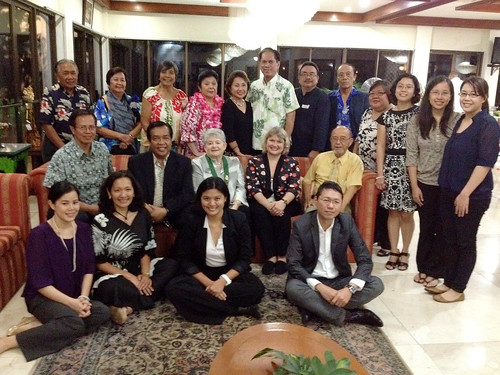<p>UH Manoa Social Sciences Dean Denise Konan and UH President M.R.C. Greenwood with the UH Philippines alumni group at a reception and dinner.</p>