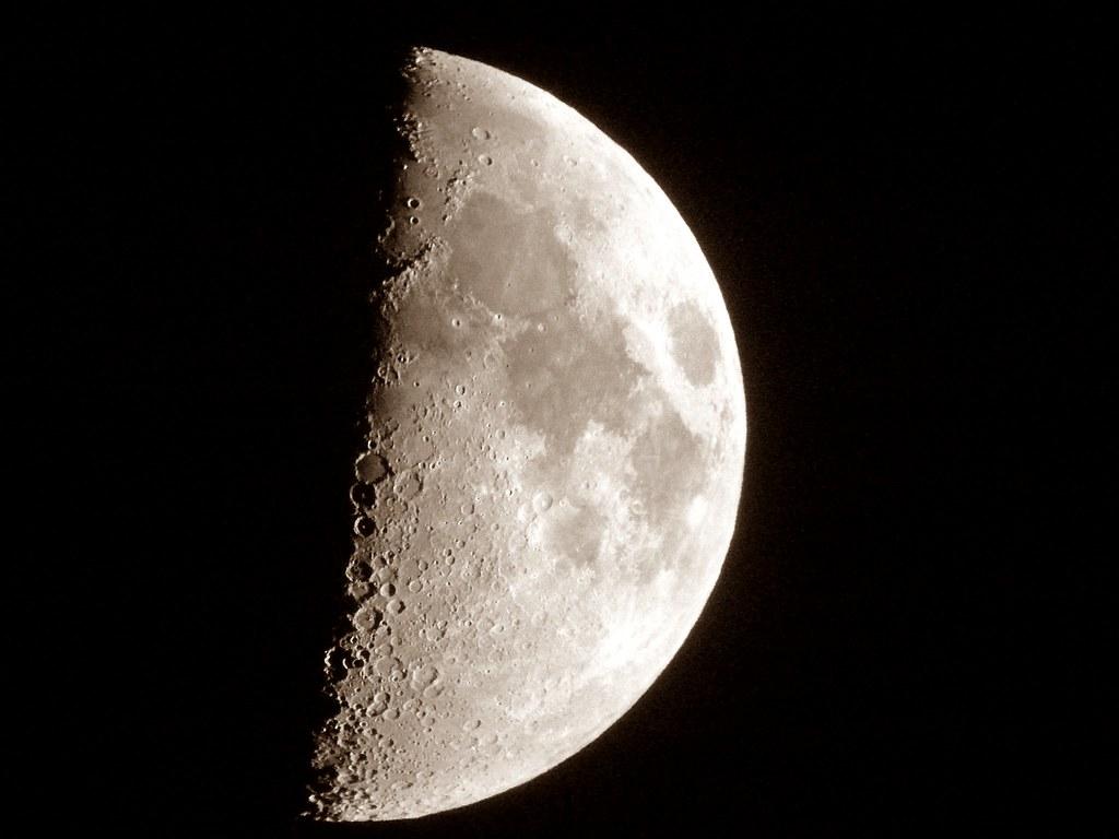 La #Luna en cuarto #Creciente (visible un 51%) la noche del jueves 12 de septiembre