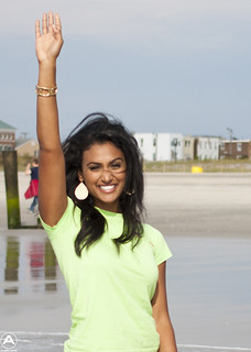 2014 Miss America Nina Davuluri dips her toe in the surf