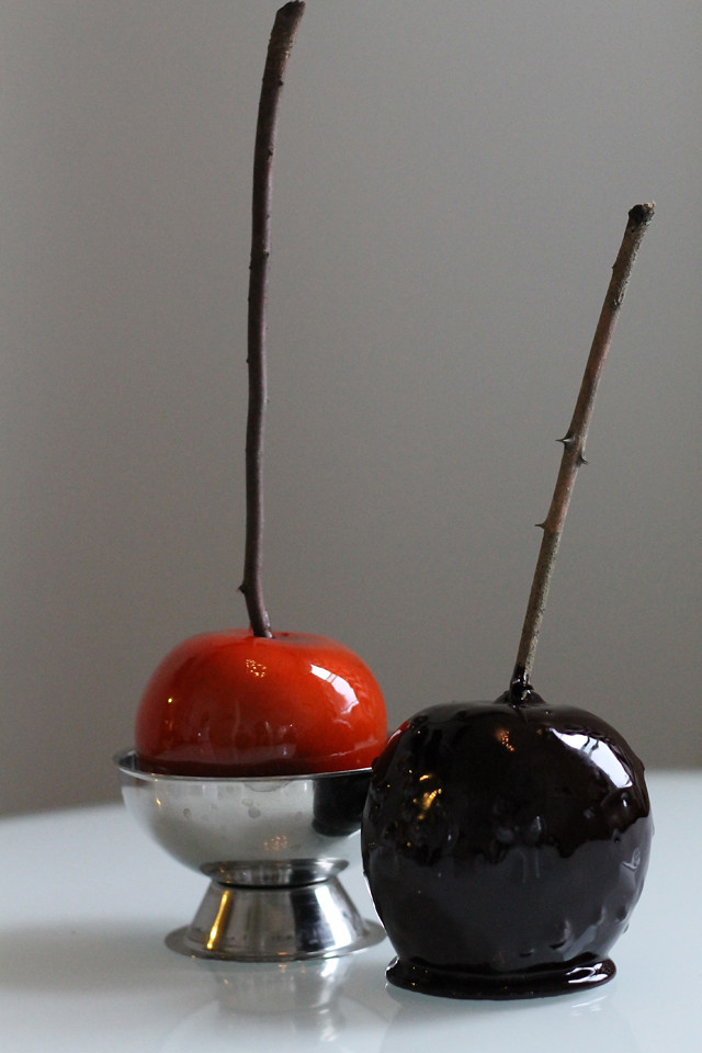Halloween Recipe: Creepy Black Candy Apples
