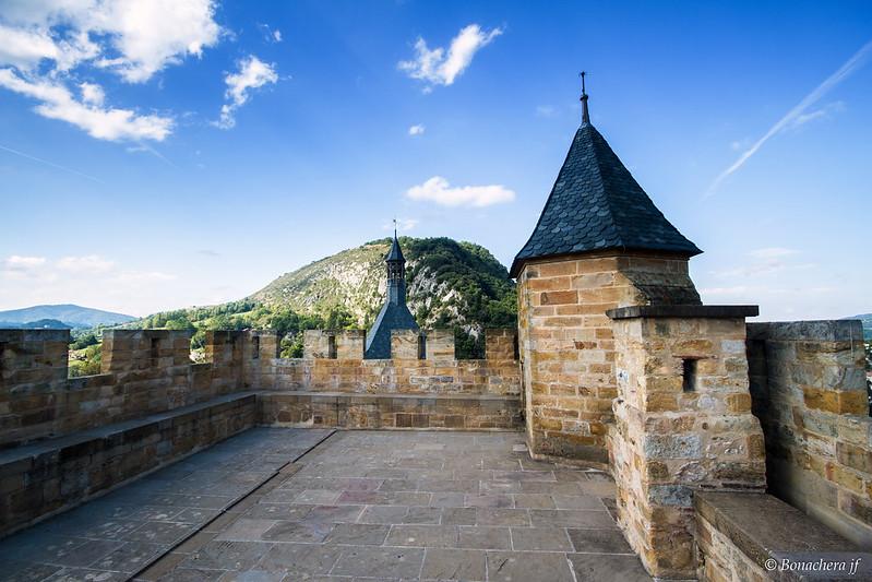 Le château de FOIX:le haut de la tour du milieu