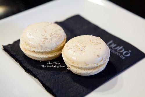 White truffle macarons