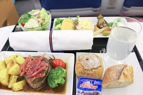 ビジネスクラスの洋食(成田→ホノルル線)