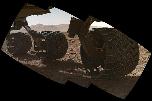 Curiosity wheel sol 463 detail