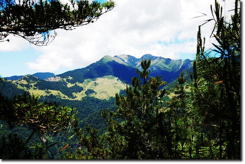 登池有山途中西南望雪山