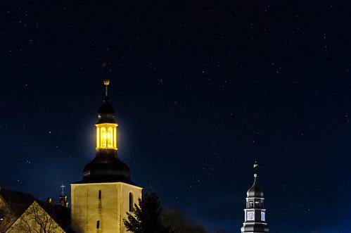 Strahlender Kirchturm