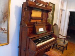 computer component(0.0), electronic device(0.0), wind instrument(0.0), string instrument(0.0), celesta(1.0), piano(1.0), keyboard(1.0), fortepiano(1.0), spinet(1.0), organ(1.0), player piano(1.0),