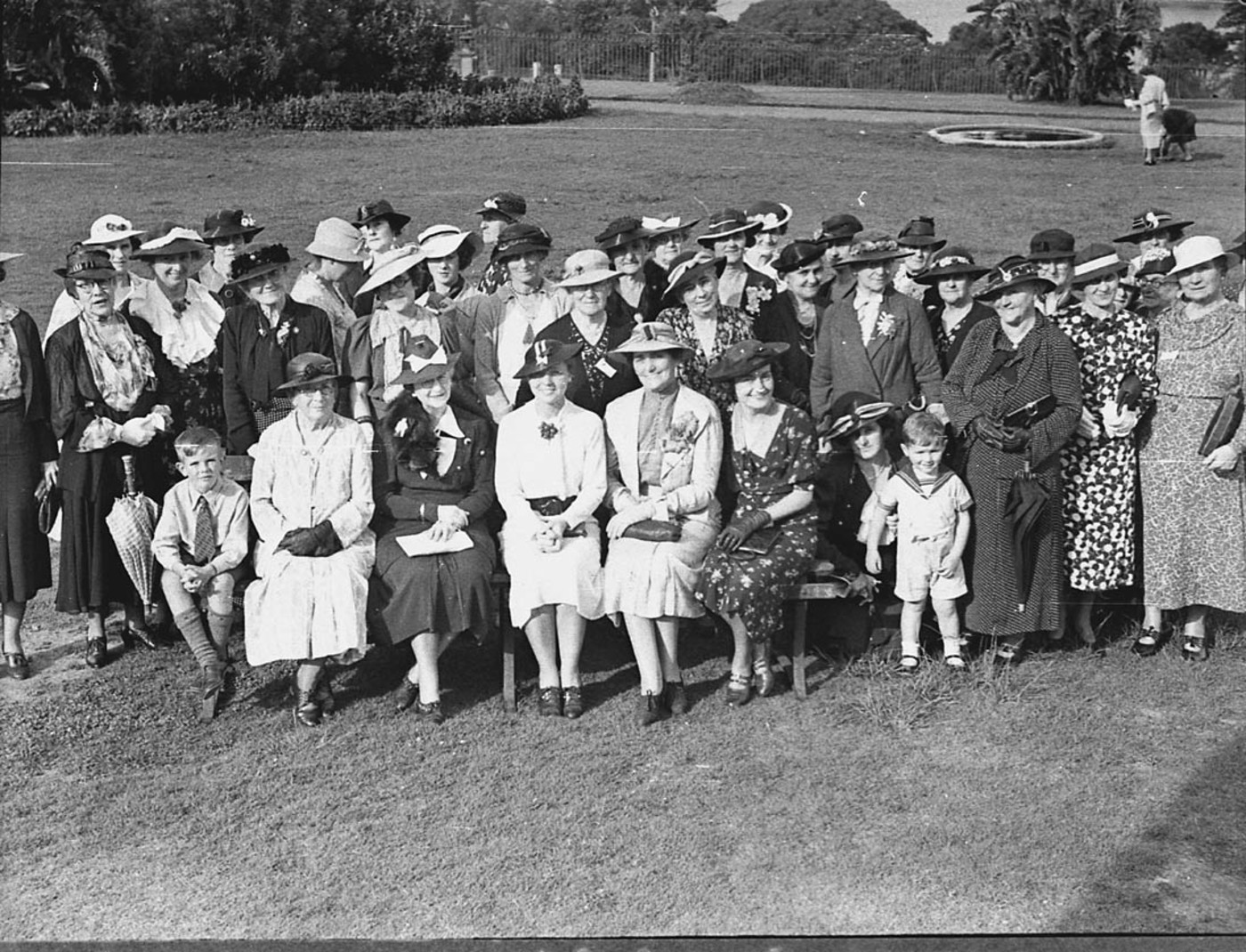 Country Women's Association at Gardens, 14 January 1937, by Sam Hood